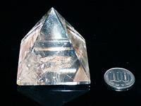 水晶レインボーピラミッド