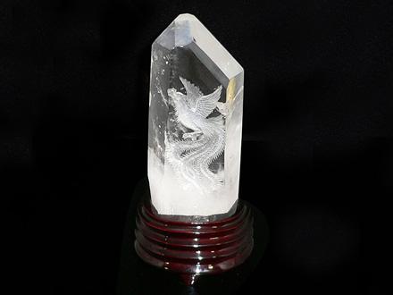 天然水晶六角柱 鳳凰手彫り「富貴繁栄 鳳凰」