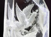 天然水晶六角柱 鳳凰手彫り「富貴繁栄 鳳凰と富士山」